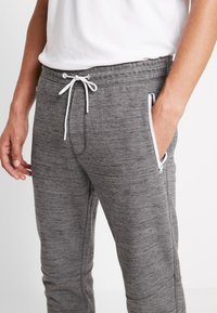 American Eagle - PLAITED CRUZ GRAPHIC  - Joggebukse - heather gray - 3
