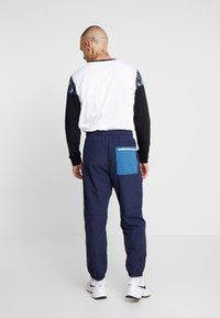 American Eagle - ACTIVE SIDE TAPE - Pantalon de survêtement - navy - 2