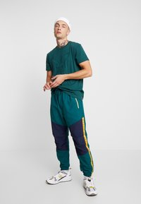American Eagle - ACTIVE SIDE TAPE - Pantaloni sportivi - jade - 1