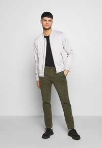 American Eagle - Chinos - olive - 1