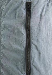 American Eagle - IRRIDESCENT NYLON JOGGER - Teplákové kalhoty - blue mist - 2