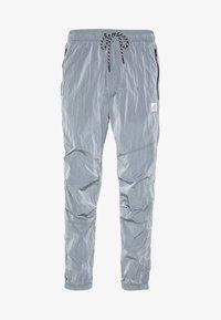 American Eagle - IRRIDESCENT NYLON JOGGER - Teplákové kalhoty - blue mist - 0