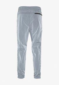 American Eagle - IRRIDESCENT NYLON JOGGER - Teplákové kalhoty - blue mist - 1