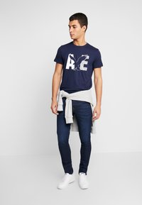 American Eagle - AUGUST VALUE - T-shirt con stampa - navy - 1