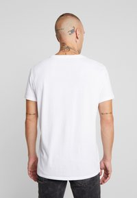American Eagle - BITESTITCHING CLASSIC FIT - T-shirt con stampa - new white - 2