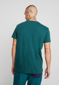 American Eagle - BITESTITCHING CLASSIC FIT - T-shirt con stampa - green - 2