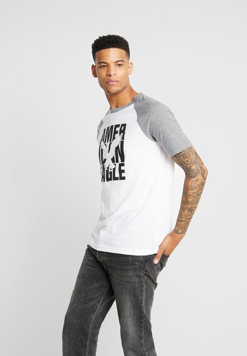 American Eagle - RAGLAN TEE INTERNATIONAL - T-Shirt print - new white / bold black