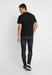 American Eagle - SET IN TEE BOUND NECK - T-shirt con stampa - bold black - 2