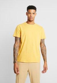 American Eagle - SLUB CREW NECK - T-shirt basique - yellow - 0