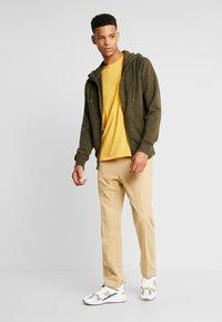 American Eagle - SLUB CREW NECK - T-shirt basique - yellow - 1