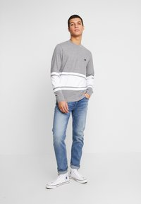 American Eagle - MOCK NECK PANEL - T-shirt à manches longues - medium grey heather/new white - 1