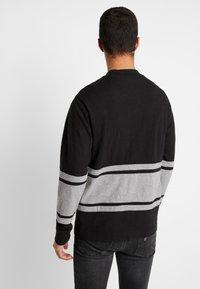 American Eagle - MOCK NECK PANEL - Maglietta a manica lunga - bold black/medium grey - 2