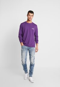 American Eagle - SET IN TEE BOUND NECK - Pitkähihainen paita - purple - 1