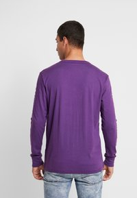American Eagle - SET IN TEE BOUND NECK - Pitkähihainen paita - purple - 2