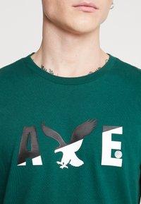 American Eagle - SET IN TEE  - T-shirt imprimé - batalia green - 4