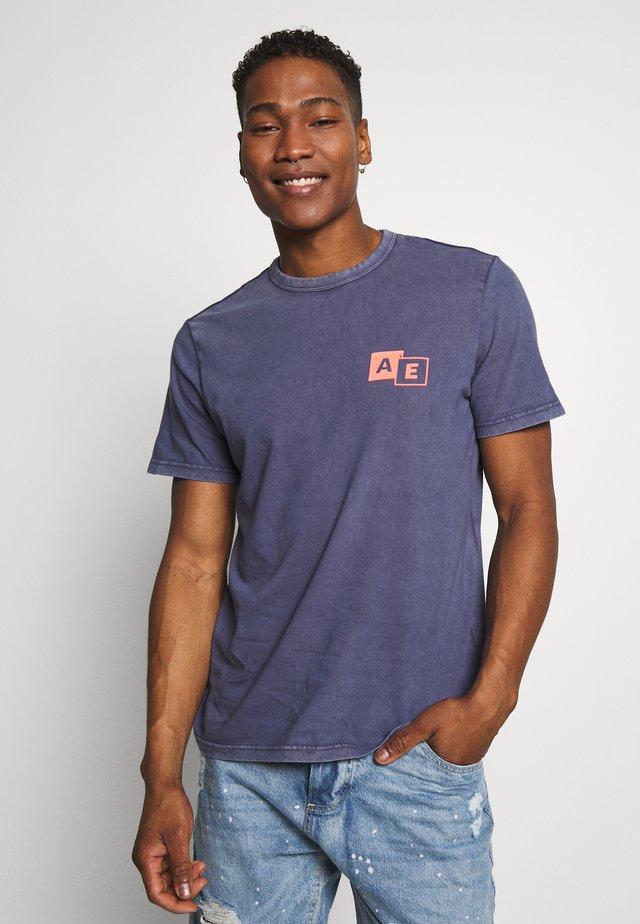 BOUND NECK TEE - T-shirt z nadrukiem - navy