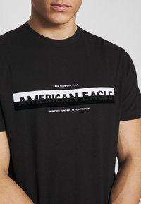 American Eagle - BOUND NECK TEE - Triko spotiskem - black - 5