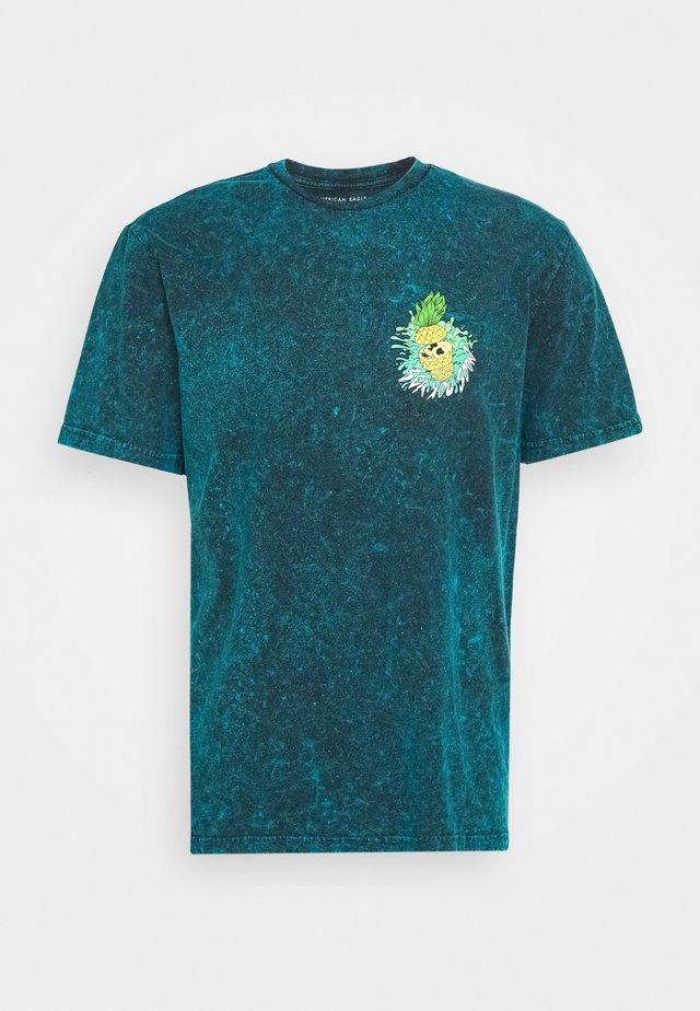 MANHATTAN WASH TEE - Triko spotiskem - turquoise