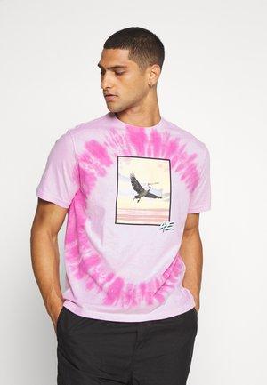 UNISEX SET IN TEE TIE DYE - T-shirt z nadrukiem - purple wash