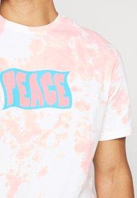 American Eagle - UNISEX SET IN TIE DYE - Print T-shirt - peach - 3