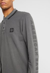 American Eagle - TIPPED  WITH GRAPHIC - Polo - dark grey - 5
