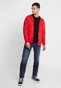 American Eagle - ICON HOODIE - Zip-up hoodie - athletic red - 1
