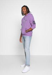 American Eagle - ACID WASH  - Bluza z kapturem - purple - 1