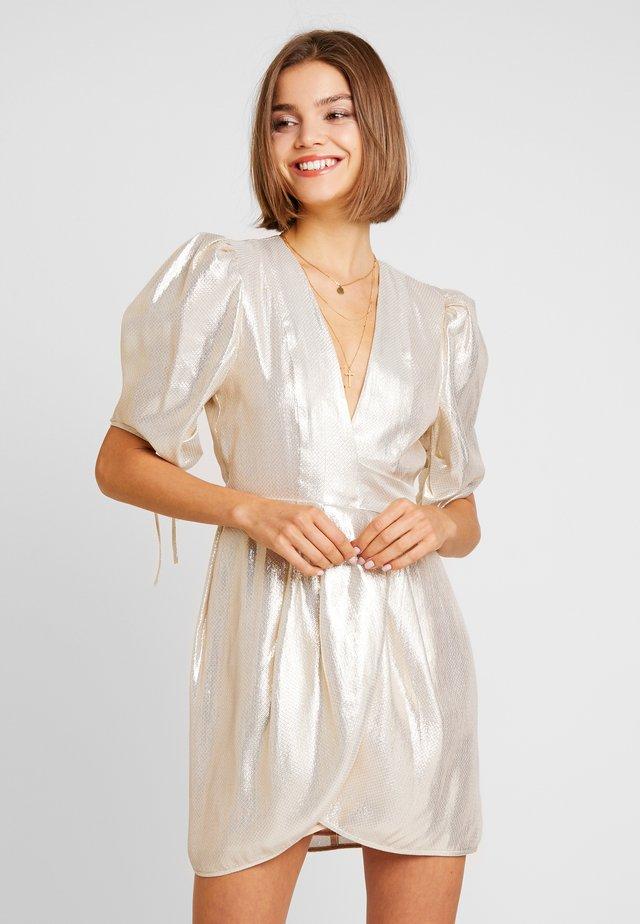 ASTRAL - Sukienka koktajlowa - gold