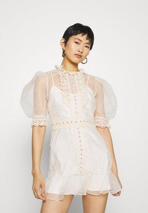 DIAMOND DUST MINI DRESS - Koktejlové šaty/ šaty na párty - crème