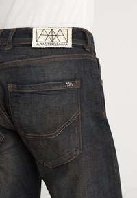 Amsterdenim - REMBRANDT - Jeans Relaxed Fit - hand-tanned - 5