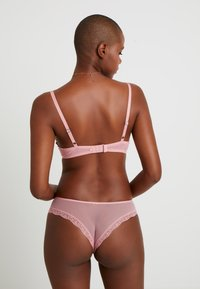 AMOSTYLE - FLORAL HENNA COLLECTION TANGA - Figi - pink light combination - 2