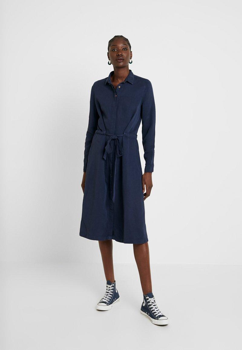 AMOV - CORA SPIRIT DRESS - Robe chemise - mood indigo