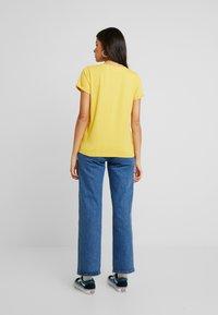 AMOV - IT MATTERS TEE - T-shirts - yellow - 2