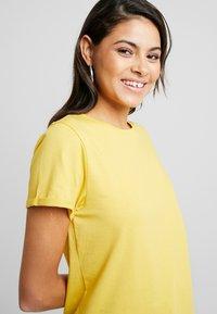 AMOV - IT MATTERS TEE - T-shirts - yellow - 3