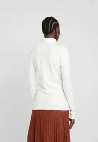 AMOV - COCO ROLL NECK - Langærmede T-shirts - white - 2