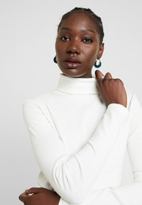 AMOV - COCO ROLL NECK - Langærmede T-shirts - white - 4