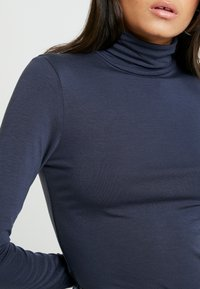 AMOV - COCO ROLL NECK - Langærmede T-shirts - mood indigo - 5