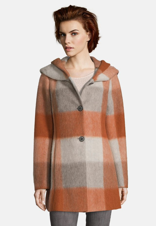 MIT KAPUZE - Short coat - orange/taupe