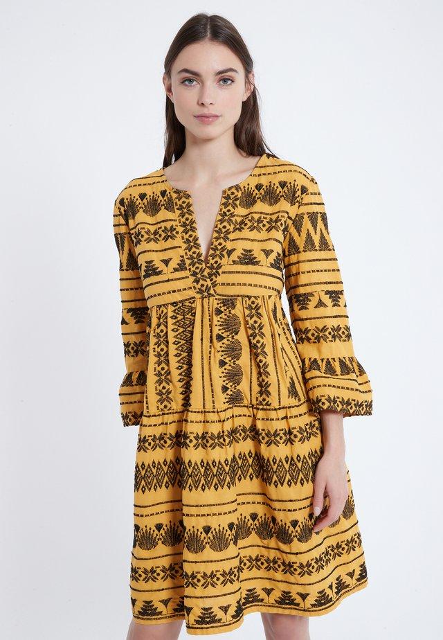 ZELMA - Korte jurk - yellow