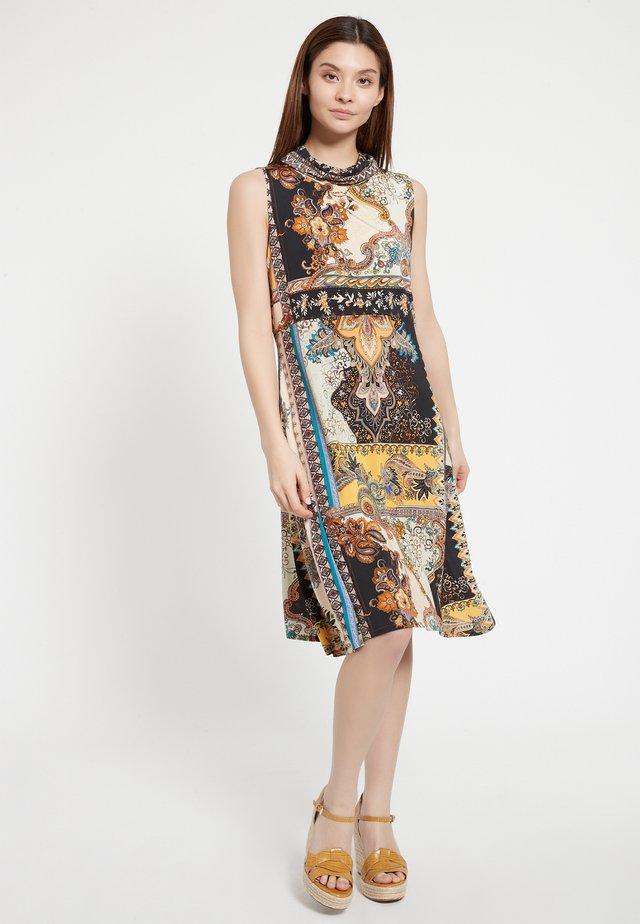 AWANY - Korte jurk - bunt
