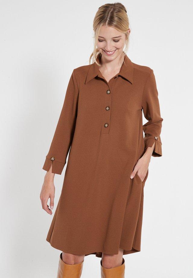 BASSY - Shirt dress - braun