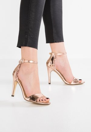 Sandały na obcasie - rose gold