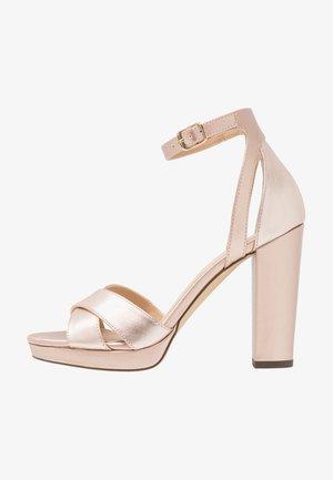 Korolliset sandaalit - rose gold