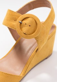 Anna Field - Sandalen met sleehak - yellow - 2