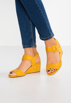 Sandalen met sleehak - yellow