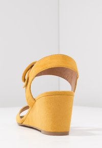 Anna Field - Sandalen met sleehak - yellow - 5