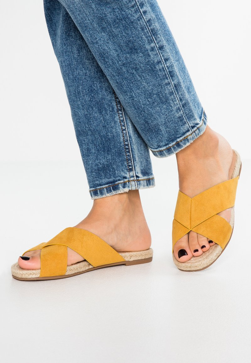 Anna Field - Pantolette flach - yellow
