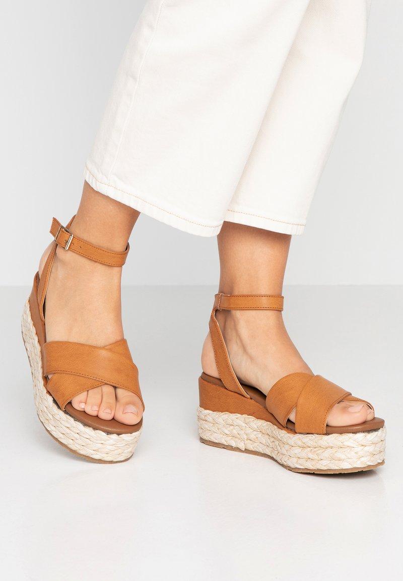 Anna Field - Korkeakorkoiset sandaalit - cognac
