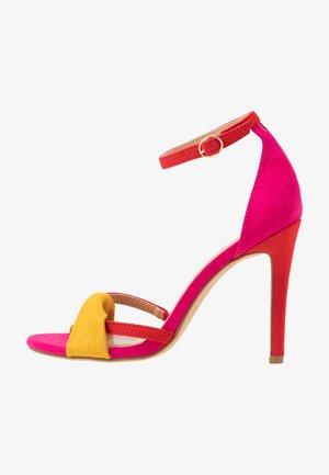 Sandały na obcasie - pink