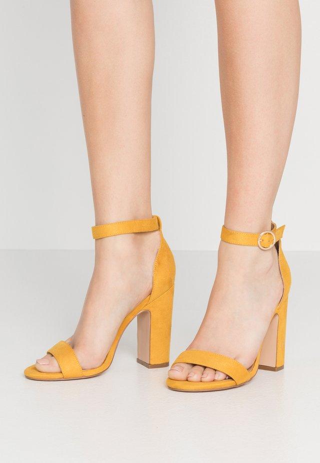 Sandalen met hoge hak - yellow